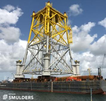 Load-out van de jacket voor het Merkur Offshore Windpark substati